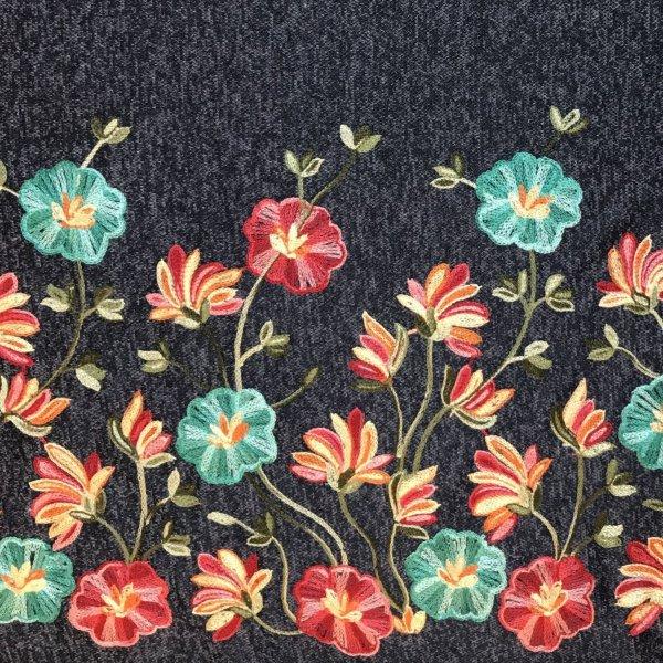 Svetrovina bordura vyšívaná látka květiny dole polyester viskóza tmavě modrá džínová