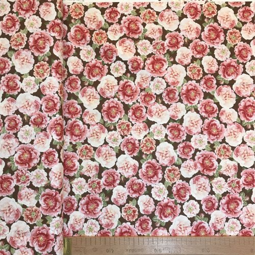 Americká látka Quilting treasures rose hill hortenzie 1649-24766-A Packed Roses on Brown Background