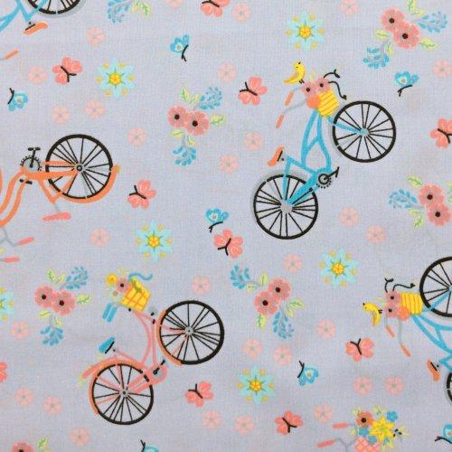 Látka bavlněná dovozová kola barevné motýli květy světle fialová na závěsy povlečení