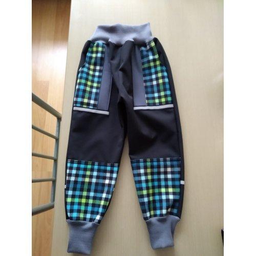 inspirace na chlapecké kalhoty ze zimního softshellu tyrkysové kostičky se šedou černou