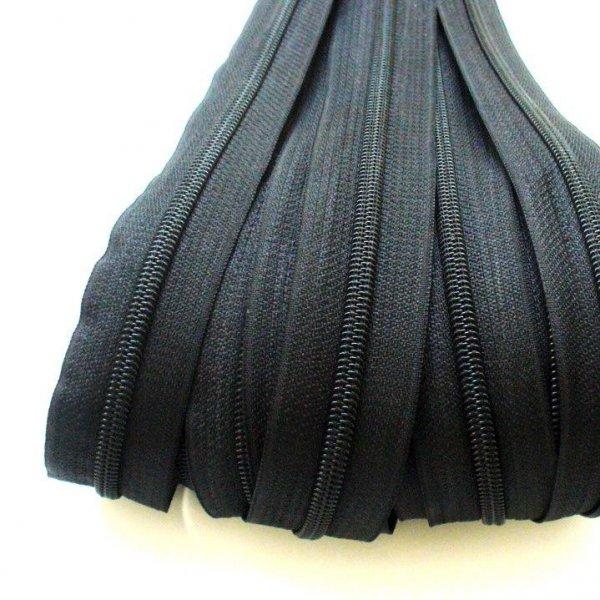 Spirálový zip šířky 5,8 mm černé barvy v metráži.