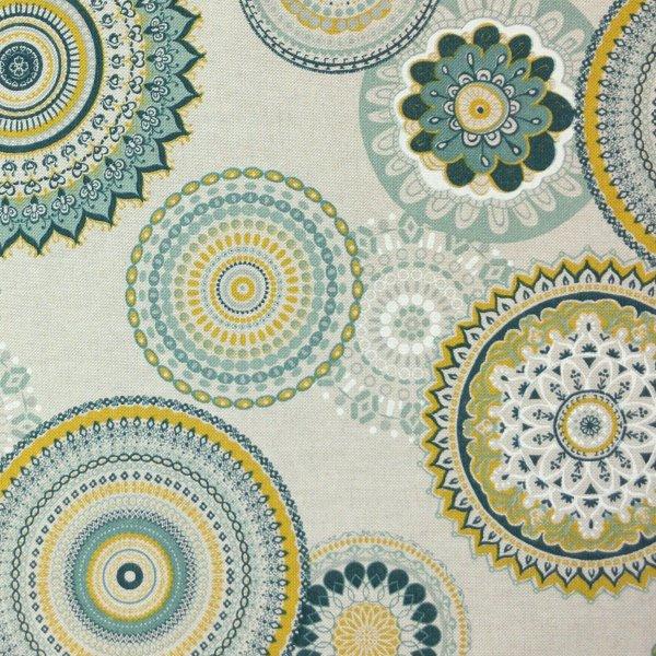 květinové mandaly žluto zelené režná dekorační látka textil potahový na zahradní lehátka polštáře
