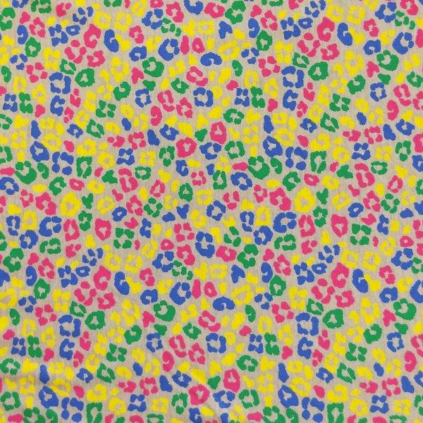 látka úplet tričkovina leopardí gepardí tygří kůže fleky multi barevné na šedé na šití oblečení sukýnky