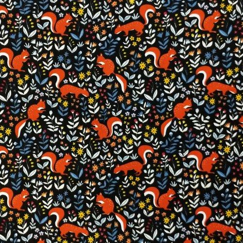 látka bavlna metráž motiv se zvířátky a květinami veverky drevokocúr na černé oranžové rostliny lesní na šití dekorací