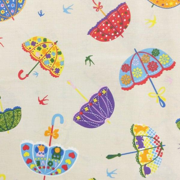 česká bavlněná látka barevná paraplíčka deštníky slunečníky na krémové béžové režné na šití závěsů vintage