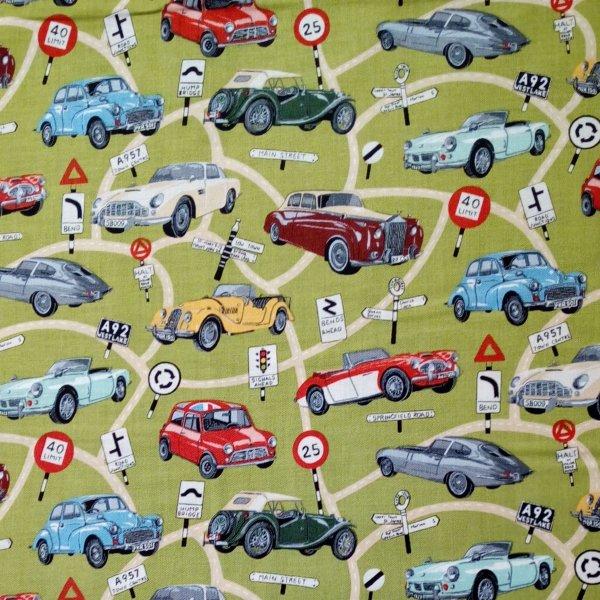 Bavlněné plátno dovoz historické auta na zeleném khaki podkladu  na šití povlečení