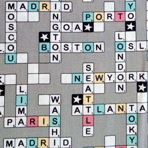 Bavlněná látka dovozová 100 bavlna křížovka na šedé světová městy tokyo london boston