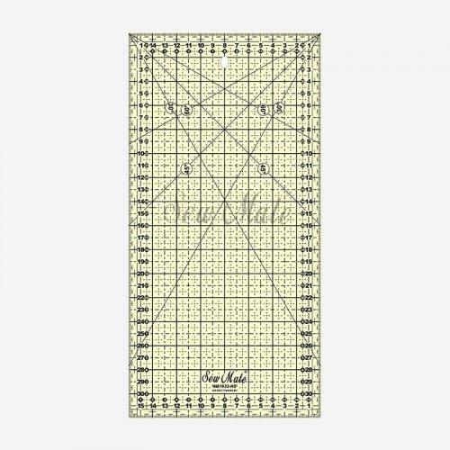 Pravítko o velikosti 16x 32 cm, žluté; síla 3 mm,naznačeny úhly 30, 45, 60°, protiskluzové